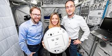 «ربات» هوشمندی که با فضانوردان دوست است+فیلم و عکس