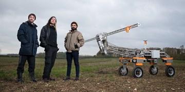 رباتی که علف های هرز را با رعد و برق از بین می برد